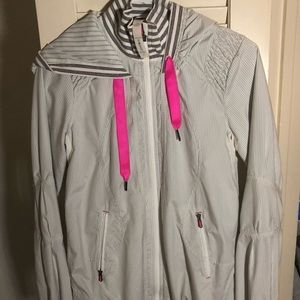 Lululemon pink and gray windbreaker